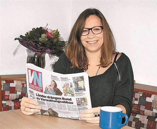Auch aufgrund ihres Politikwissenschaft-Studiums ist es für die Lustenauerin wichtig, täglich die Zeitung zu lesen. Foto: eis