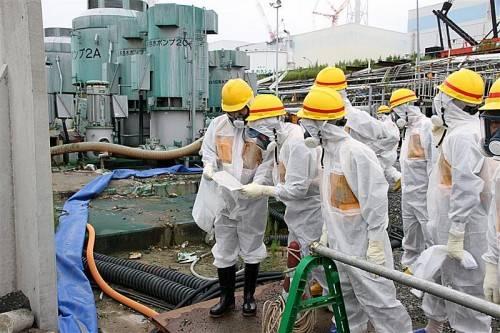 Auf dem Gelände des havarierten AKW stehen etwa 1000 Metalltanks, in denen verseuchtes Kühlwasser gelagert wird. Foto: EPA