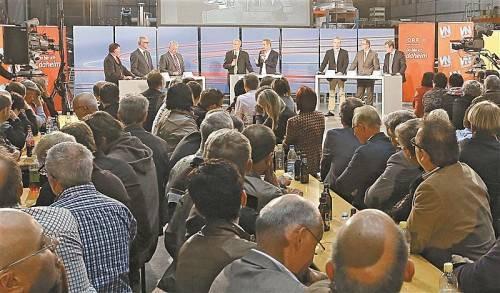 Auf großes Interesse stieß gestern die Wahldiskussion der Vorarlberger Nachrichten und des ORF Vorarlberg mit den Kandidaten des Wahlkreises Süd im Liebherr-Werk Nenzing. Fotos: VN/Hofmeister