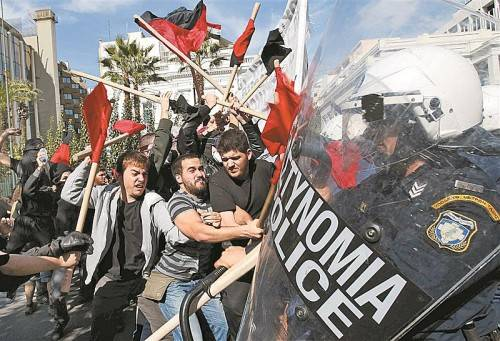 Ausschreitungen in Griechenland: Die Krise und ihre Folgen entzweien auch Österreichs Parteien. Foto: Reuters