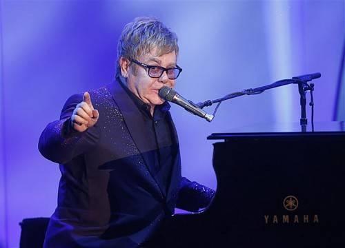 Balladen, und meist nur sein Klavier als Begleitung: Mit seinem 30. Studioalbum tritt Elton John kürzer. Foto: AP