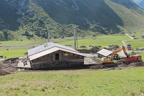 Bauarbeiten auf der Unteren Auenfeld-Alpe in Schröcken. Foto:stp