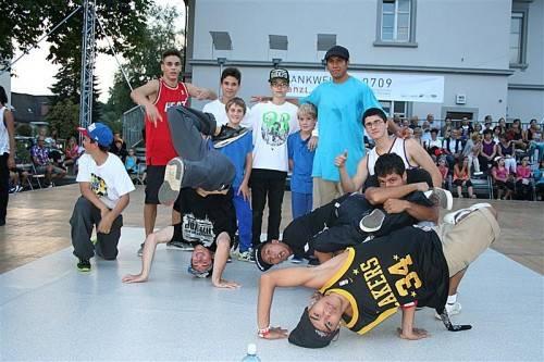 Bevor das Publikum auf das Parkett gebeten wurde, zeigten Tanzgruppen aus der Region ihr Können. Foto: fep