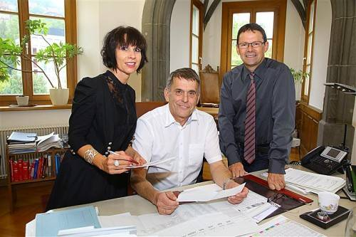 Bezirkshauptmann Berndt Salomon (M.) mit Margit Branner und Thomas Breuss.