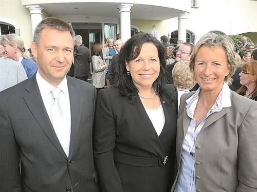 Botschafter Arthur Winkler-Hermaden mit Konsulin Rita Kieber-Beck und Landtagspräsidentin Gabriele Nussbaumer (v. l.). FOTOS: SM