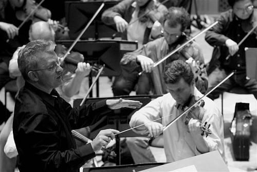 Christian Gansch blieb es vorbehalten, den Vergleich zwischen Orchester und Wirtschaft zu ziehen. Foto: GM