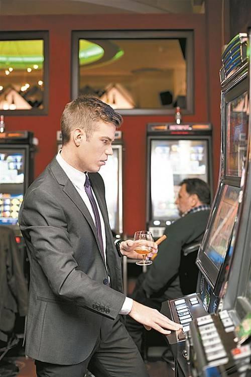 Das Spiel an Automaten führt laut den Erfahrungen von Experten ganz besonders häufig in die Sucht. Foto: fotolia