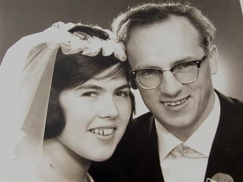 Das glückliche Paar an seinem Hochzeitstag.
