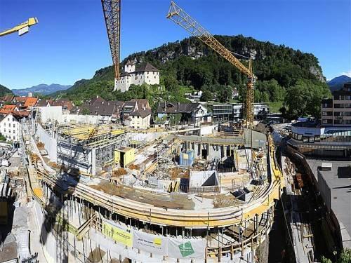 Das neue Montforthaus in Feldkirch wächst zügig in die Höhe. Foto: VN/ Hofmeister