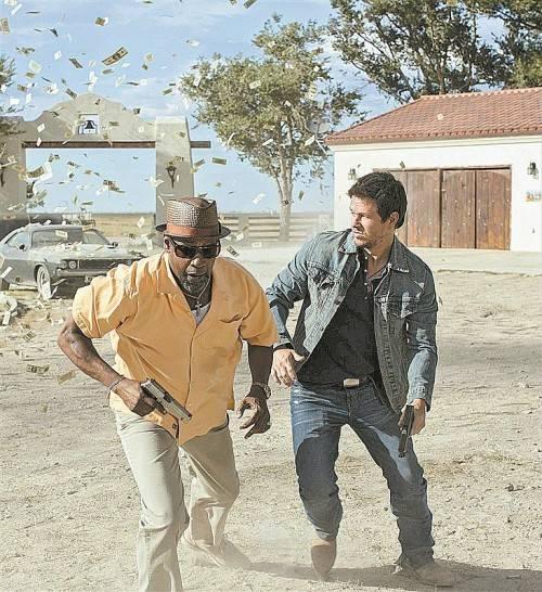 """Denzel Washington und Mark Wahlberg spielen in """"2 Guns"""" zwei fiese Gangster. Foto: Sony"""