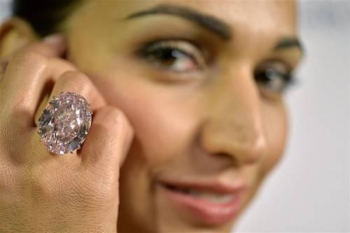 Der Diamant hat 59,6 Karat und wird auf rd. 49 Mill. Euro geschätzt.