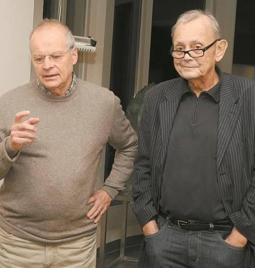 Der Künstler Eberhard Riedel (l.) im Gespräch mit Gerold Hirn. FOTOS: SM