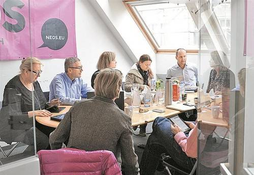 Der NEOS-Vorstand tagte gestern Vormittag in Wien: Eine Fusion mit dem Liberalen Forum wurde diskutiert. Foto: APA