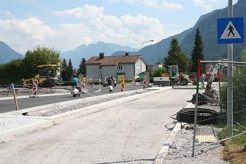 Der neue Kreisverkehr an der L 190 in Nenzing wird demnächst fertiggestellt. Foto: em