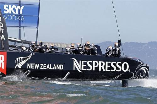 """Der neuseeländische AC72-Katamaran """"Aotearoa"""" mit Skipper Dean Barker ist Favorit im Kampf um den 34. America's Cup. Foto: ap"""