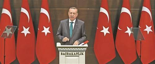 Der türkische Premier Recep Tayyip Erdogan stellte gestern ein Demokratiepaket vor, wodurch unter anderem das Tragen des Kopftuchs im Staatsdienst erlaubt wird und Minderheitenrechte gestärkt werden sollen. Foto: RTS