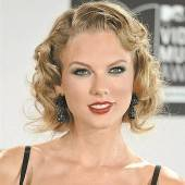 Taylor Swift überrascht Fan (7) nach Unfall