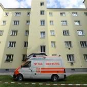 Frau tötet ihre Kinder und stürzt sich aus Fenster