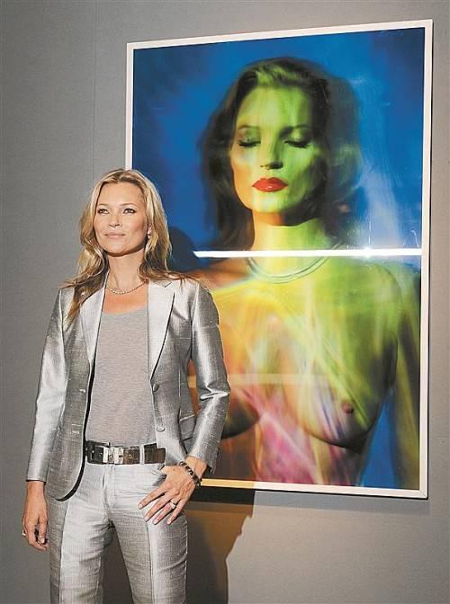 Die Auktion von Skulpturen und Fotografien des Supermodels brachte knapp zwei Mill. Euro.