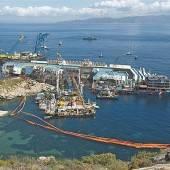 36 Stahlseile richten die Costa Concordia auf