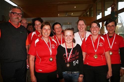 Die Damen des GC Montafon freuen sich über die Titelverteidigung bei den Mannschaftsmeisterschaften. Foto: vgv