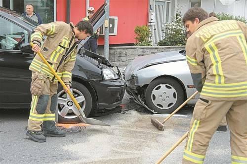Die Feuerwehr Lustenau beseitigte die Spuren des Unfalls.