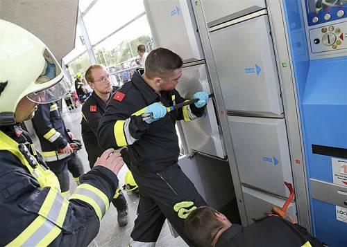 Die Feuerwehr befreite den 14-Jährigen aus der misslichen Lage. APA