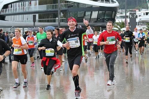 Die Freude ist bei einem Marathon oder Halbmarathon schon die halbe Miete. Es gibt aber noch viel mehr Möglichkeiten, einen Laufbewerb gut und verletzungsfrei abzuschließen. Foto: vn/steurer
