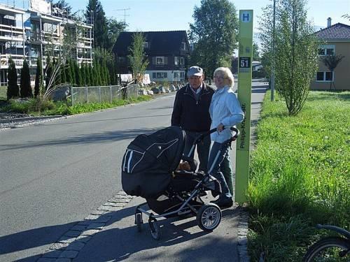 Die Haltestelle an der Philipp-Krapf-Straße wird viel genützt. Bürgerforumsteilnehmer fordern deswegen ein Wartehäuschen. Foto: cth