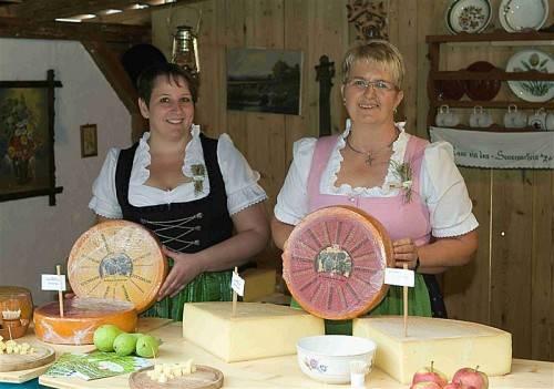 Die Käseprämierung im Angelika-Kauffmann-Saal gehört zu den Highlights beim traditionellen Alptag in Schwarzenberg. foto: vn/paulitsch