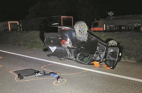 Die Lenkerin des überschlagenen Fahrzeugs blieb unverletzt. KAPO