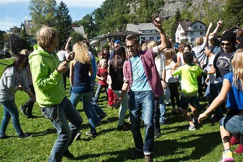 Die Offene Jugendarbeit Bludenz lud zum Tanz-Flashmob für ihr professionelles Musikvideo. Foto: VN/Steurer