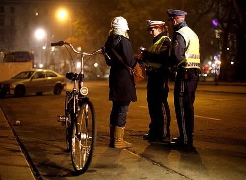 Die Polizei hat es immer öfter mit Promillesünderinnen zu tun.