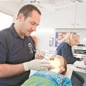 Mehr Vertrauen in eigene Hilfe als Gratis-Zahnspange