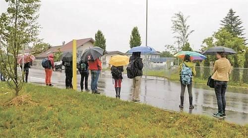 """Die Situation an der Bushaltestelle """"Philipp-Krapf-Straße"""" hat Dieter Severin festgehalten. Foto: Severin"""