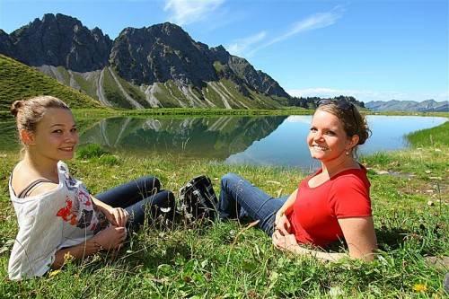 Die Sonneneinstrahlung im Herbst ist trügerisch: Wie im Sommer ist – vor allem in den Bergen – Sonnenschutz angesagt. Foto: VN/Hofmeister
