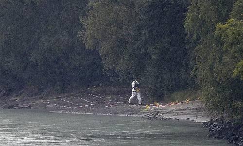 Die Taucher des Sondereinsatzkommandos Cobra durchforsteten gestern den Inn. Zudem wurden Ufer und Buchten abgesucht. Foto: apa