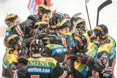 Die VEU Feldkirch jubelte nach 65 Minuten über einen hart erkämpften 8:7-Erfolg gegen den HC Gröden. Foto: gepa