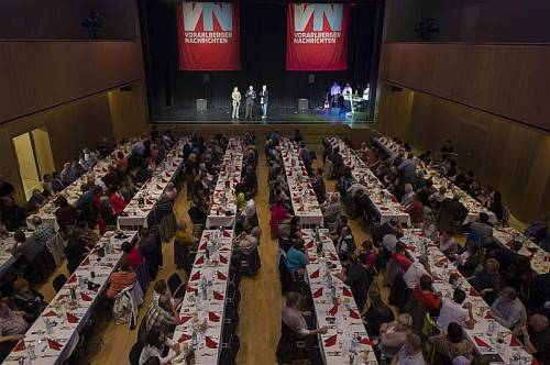 Die VN-Austräger genossen einen geselligen Abend in der Götzner Kulturbühne AMBACH. Foto: VN/Stiplovsek