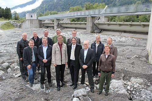 Die Walgaubürgermeister freuten sich mit den Verantwortlichen von Wasserverband und Land über die gelungene Projektumsetzung. Foto: js