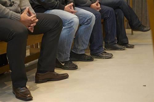 Die vier Wachebeamten saßen bereits im Mai erstmals auf der Anklagebank. Damals war der Prozess geplatzt. Foto: vn/hartinger