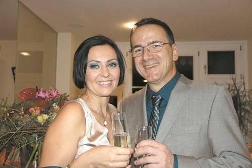 Dr. Izabella Vugrin mit Partner Hans Mündle bei der Praxiseröffnung in Rankweil. Fotos: BEA
