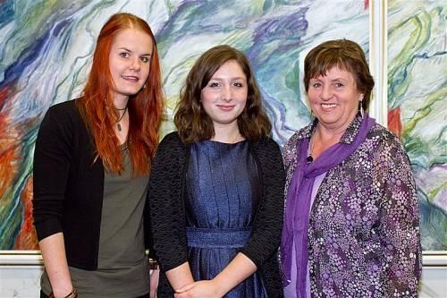 Drei der geehrten Autoren: Linda Achberger, Maya Rinderer und Anni Mathes (v. l.).