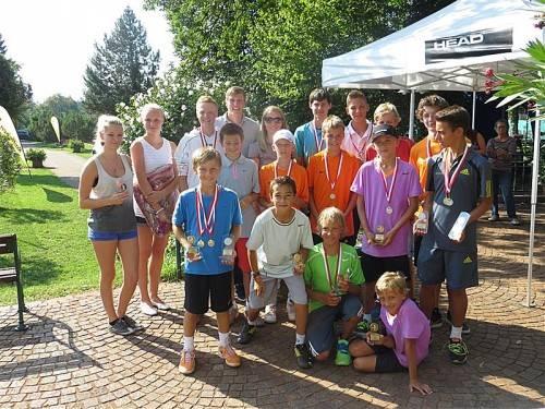 Ein Großteil der Titelträger und Medaillengewinner bei den VTV-Meisterschaften der Jugend in Dornbirn. Foto: Verein
