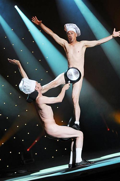 """Ein absurd-schräges Menü servieren Ouch & Zirk Co-Production mit ihrem """"Naked Lunch"""" . foto: schau*lust"""