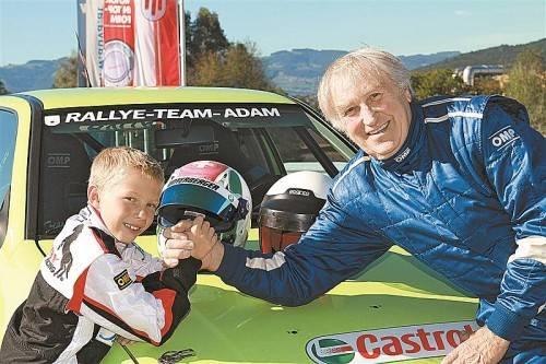 Ein kräftiges Motorsport-Gespann aus Wolfurt: Kartfahrer Mario Tomasini und der frischgebackene OSK-Rallye-Pokalsieger Kurt Adam. Foto: manfred noger