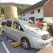 Traktor verlor Heu: Frau tot