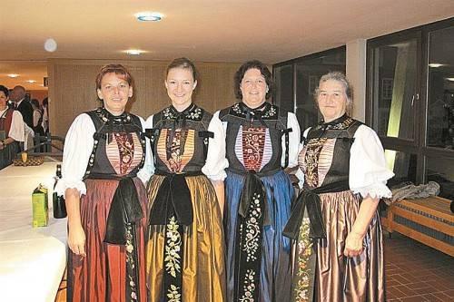 Festgäste in prächtiger Montafoner Tracht. Foto: Vallaster