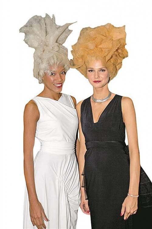 Formvollendet: Aminata (l.) und Laura.