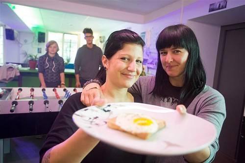 Franziska und Nina: So lockt man Erstwähler.